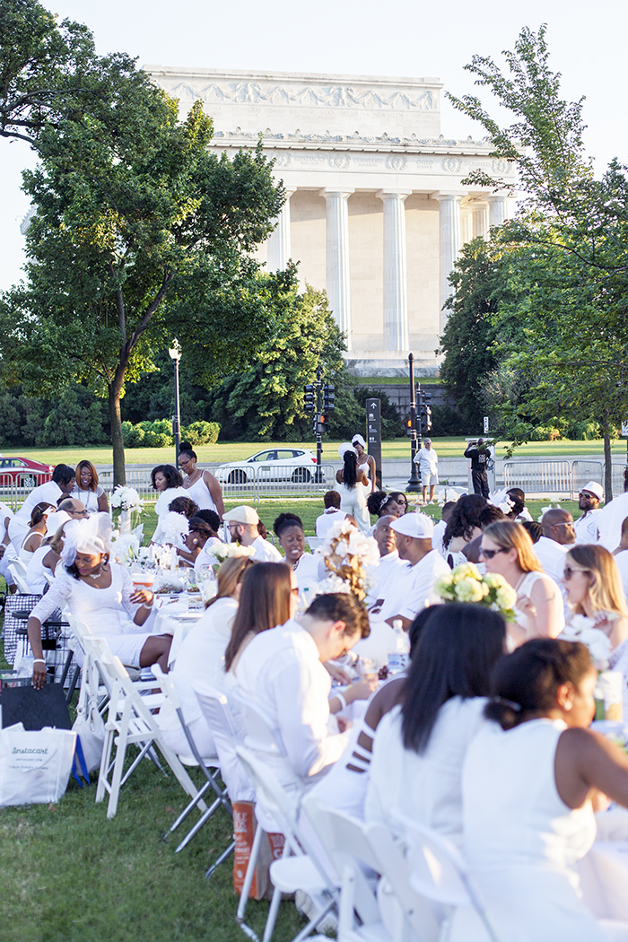 DINE EN BLANC, DINE EN BLANC DC, ALFRESCO DINING, WHAT TO DO IN DC IN THE SUMMER, WHITE,, LINCOLN MEMORIAL